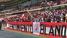 Hinchas peruanos realizaron cánticos para Daniel Peredo en el Estadio Nacional