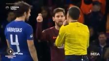 La curiosa broma de Lionel Messi a Cesc Fábregas en pleno partido