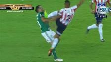 Germán Gutiérrez vio la roja por brutal patada a jugador de Palmeiras