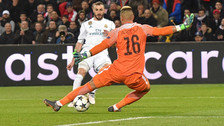 Ante el PSG: el insólito gol que Karim Benzema desperdició