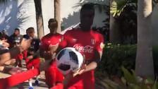 Niño le pidió a Ramos que le firme su pelota, pero el jugador se la llevó