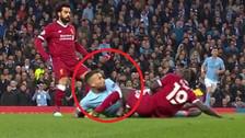 El terrible rodillazo de Mané a Otamendi en la Champions League