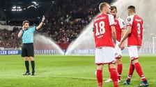 Árbitro en la Bundesliga cobró penal en el entretiempo