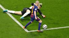 Andrés Iniesta hizo un genial regate y anotó un golazo con Barcelona