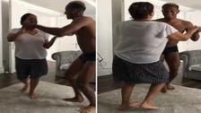 André Carrillo y su mamá sorprendieron bailando salsa