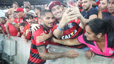 Paolo Guerrero se emocionó por el cariño de hinchas de Flamengo