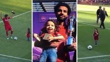Se robó el show: el gran momento de la hija de Salah con los hinchas de Liverpool