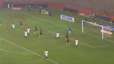 Le 'rompió' la cintura a 3: Diego Manicero y un golazo con Universitario