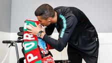 Cristiano Ronaldo sorprendió a niños en concentración de Portugal