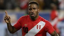 Jefferson Farfán sufrió un golpe y no acabó la práctica de la Selección Peruana