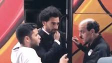 Así reaccionó Mohamed Salah cuando un hincha le tocó el hombro