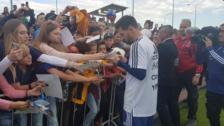 Messi fue asediado por los hinchas en el entrenamiento de Argentina en Rusia