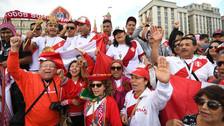 Hinchas de la Selección Peruana invaden las calles de Moscú