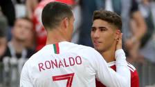Cristiano Ronaldo consuela a Hakimi tras la eliminación de Marruecos