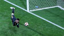 Thibaut Courtois y su gran atajada ante el disparo de Coutinho