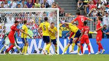 Le ganó a Forsberg: violento cabezazo de Maguire y gol de Inglaterra