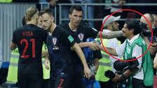 Fotógrafo fue aplastado y besado en la celebración del gol de Croacia