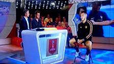 La impresionante entrevista de la TV de Bélgica a Hazard vía holograma