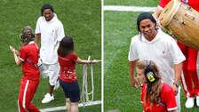 ¡Armó la fiesta! Ronaldinho sorprendió en la ceremonia de clausura de Rusia 2018