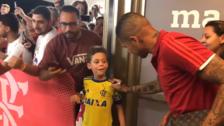 El enorme gesto de Paolo Guerrero con un niño hincha del Flamengo