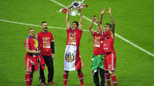 Claudio Pizarro fue homenajeado por los hinchas del Bayern Munich