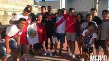 Luis Advíncula fue recibido por hinchas peruanos en su primer entrenamiento