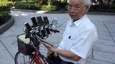 Jubilado recorre Taiwán jugando Pokémon GO con sus 11 smartphones