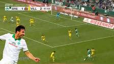 Entre dos defensores: Claudio Pizarro se lució con asistencia ante el Villarreal