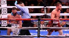 'Canelo' Álvarez derrotó a Rocky Fielding y es el nuevo campeón mundial súpermediano de la AMB
