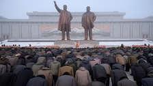 Kim Jong-un visita mausoleo familiar en aniversario de la muerte de su padre