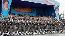 Irán advierte a EE.UU.: 10 imágenes del desfile en el que exhibió su poderío militar