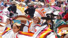 Nuevo récord Guinness por la danza folclórica más grande del mundo [FOTOS]