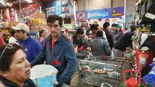 Largas colas para entrar al supermercado, protestas y actos de solidaridad en Chile, luego de los toque de queda