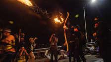 Catapultas de madera y flechas: Las nuevas armas de los manifestantes de Hong Kong contra la Policía [FOTOS]