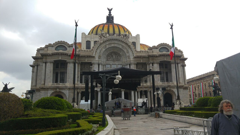 Juan Gabriel: familiares y amigos llegan a homenaje en Bellas Artes