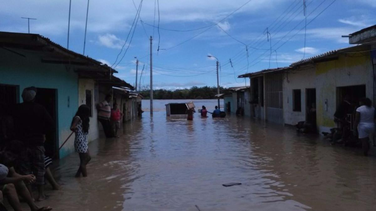 Tambogrande y Locuto bajo el agua por desborde del río Piura