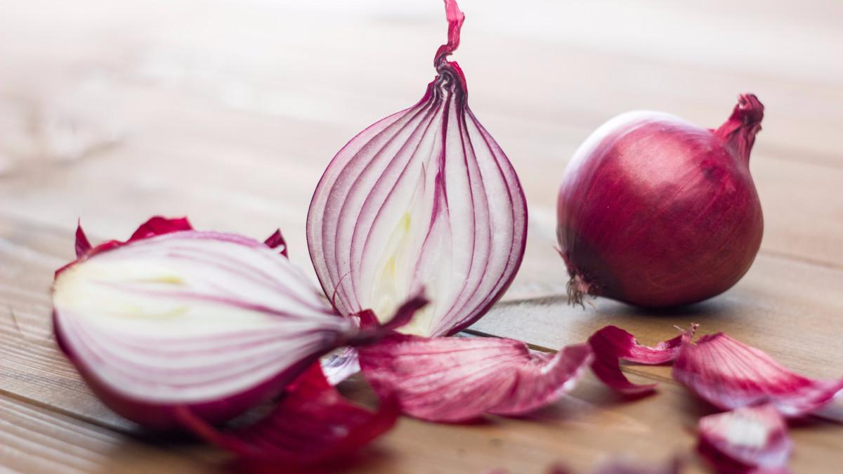 Cebolla y otros alimentos que ayudan a prevenir resfríos en otoño
