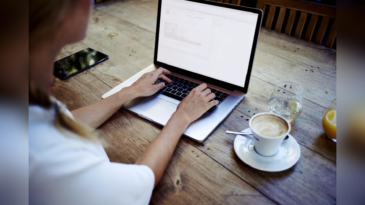 Los avances de la tecnología tienen múltiples ventajas para cimentar las relaciones digitales ya que permiten que nos podamos comunicar con personas a larga distancia y seguir manteniendo el contacto de una forma más rápida y visual.