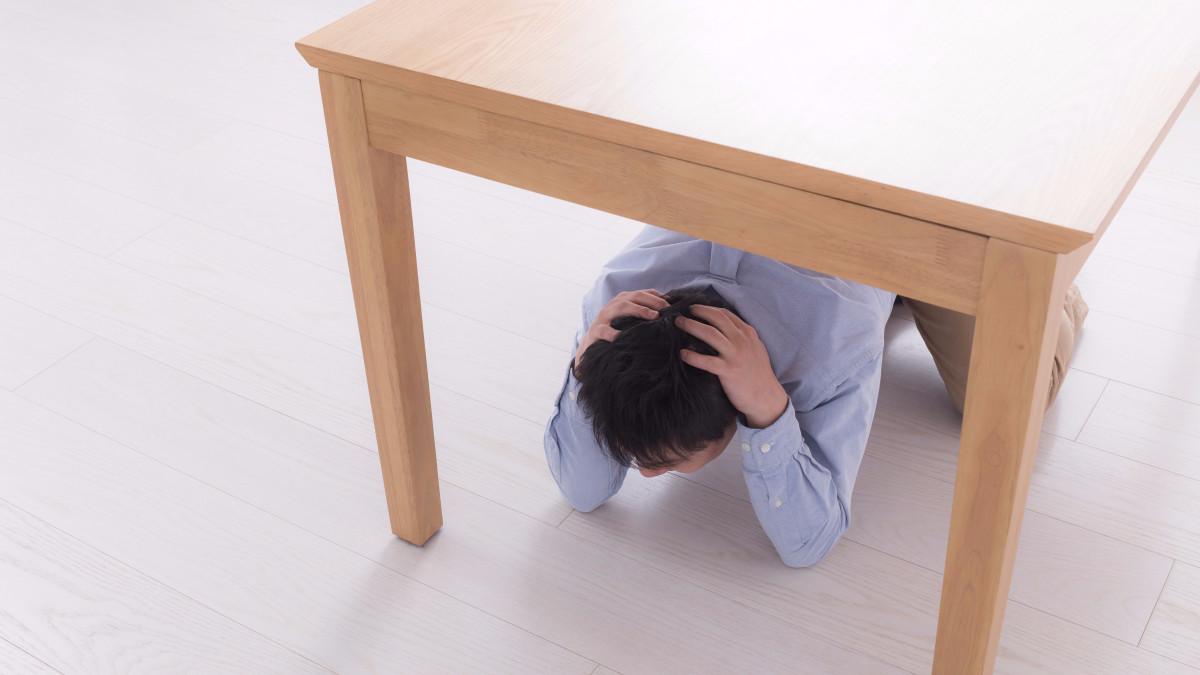 Realmente es seguro ponerse debajo de una mesa en caso de sismo ...