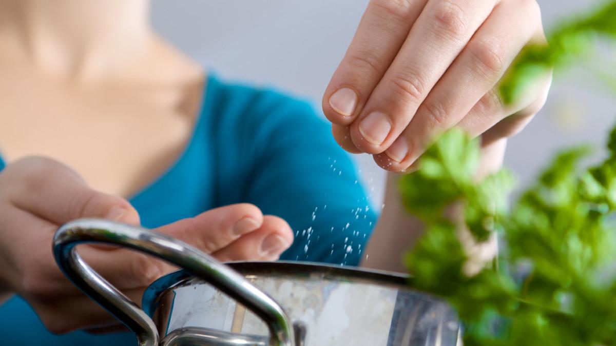 Cómo lograr la justa medida de sal (y sodio) al día