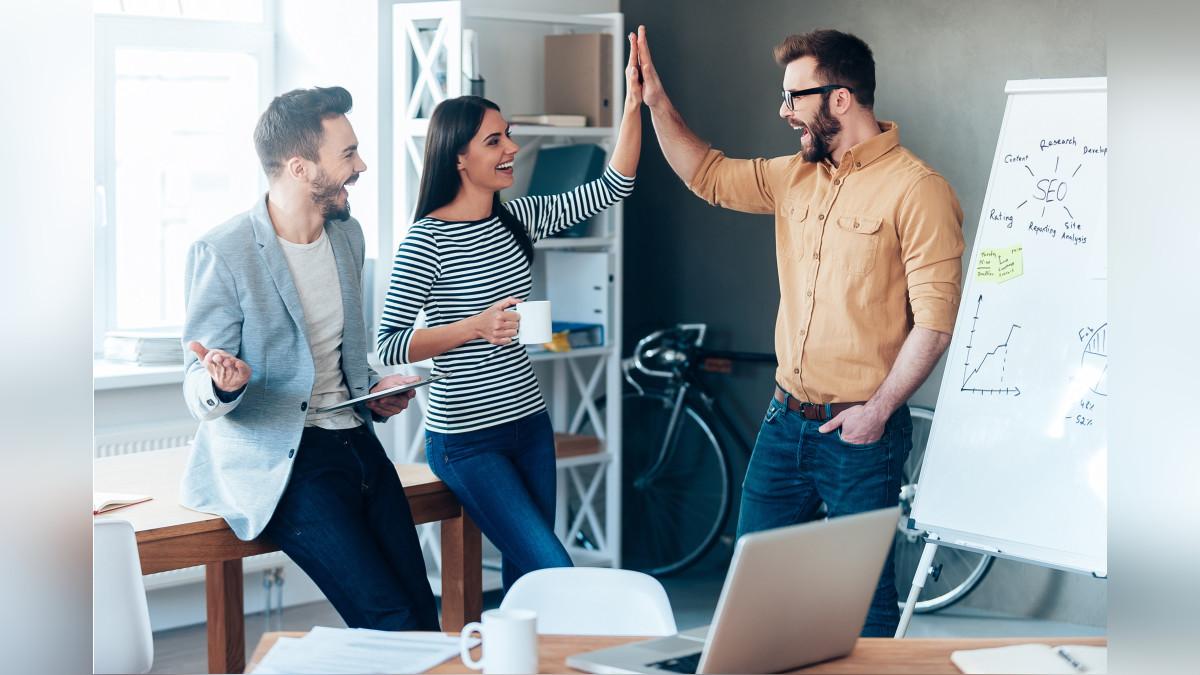 Se aconseja no recriminar a los empleados cuando se equivocan, sino darles confianza para que no repriman sus ideas y aportes.