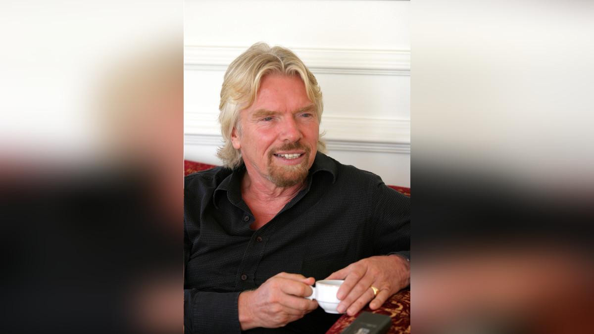 Richard Branson fundó su primera empresa a los 16 años. Hoy más de 360 empresas conforman en grupo Virgin.