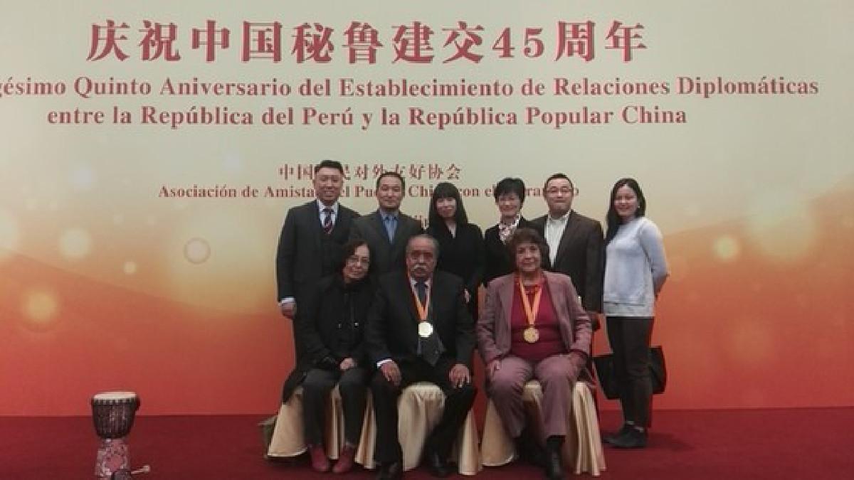 Juan Morillo y Georgina Cabrera recibieron la Medalla de la Amistad Chino-Latinoamericana en 2016.