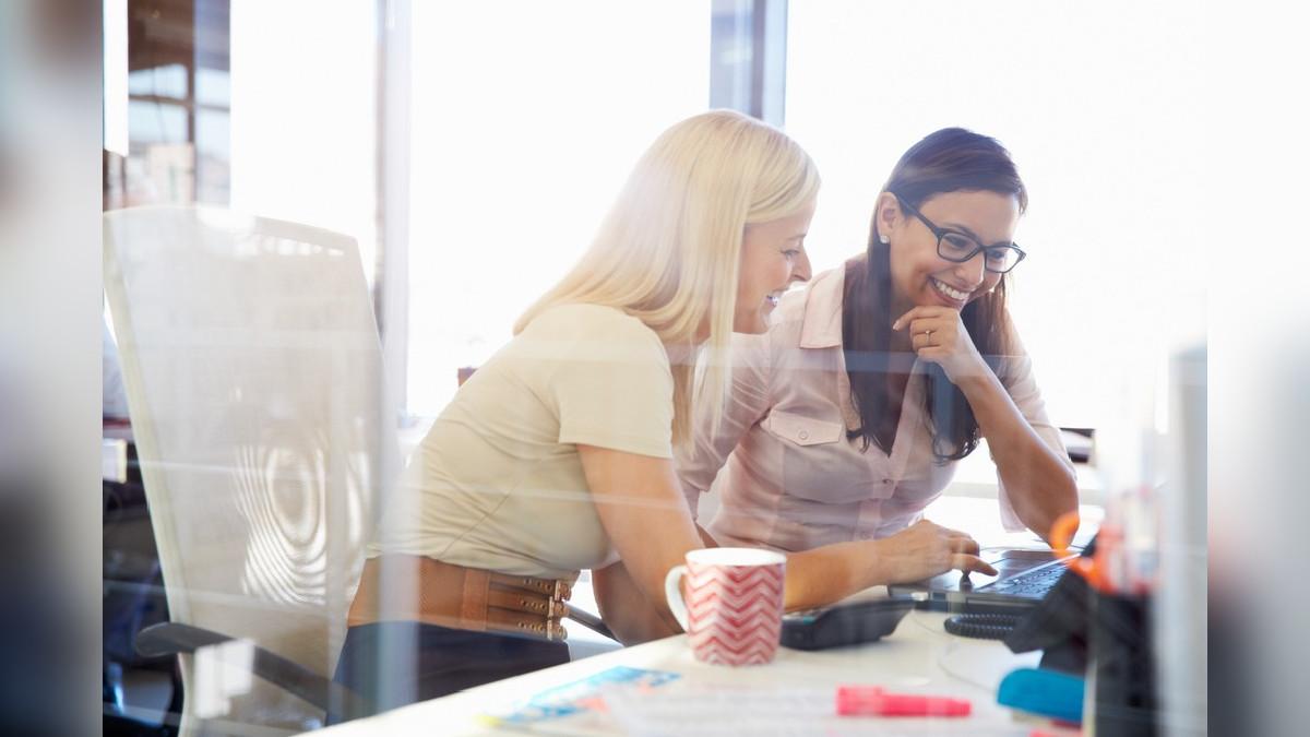 El XP se enfoca en las relaciones que surgen entre el equipo de trabajo y el cliente del proyecto.