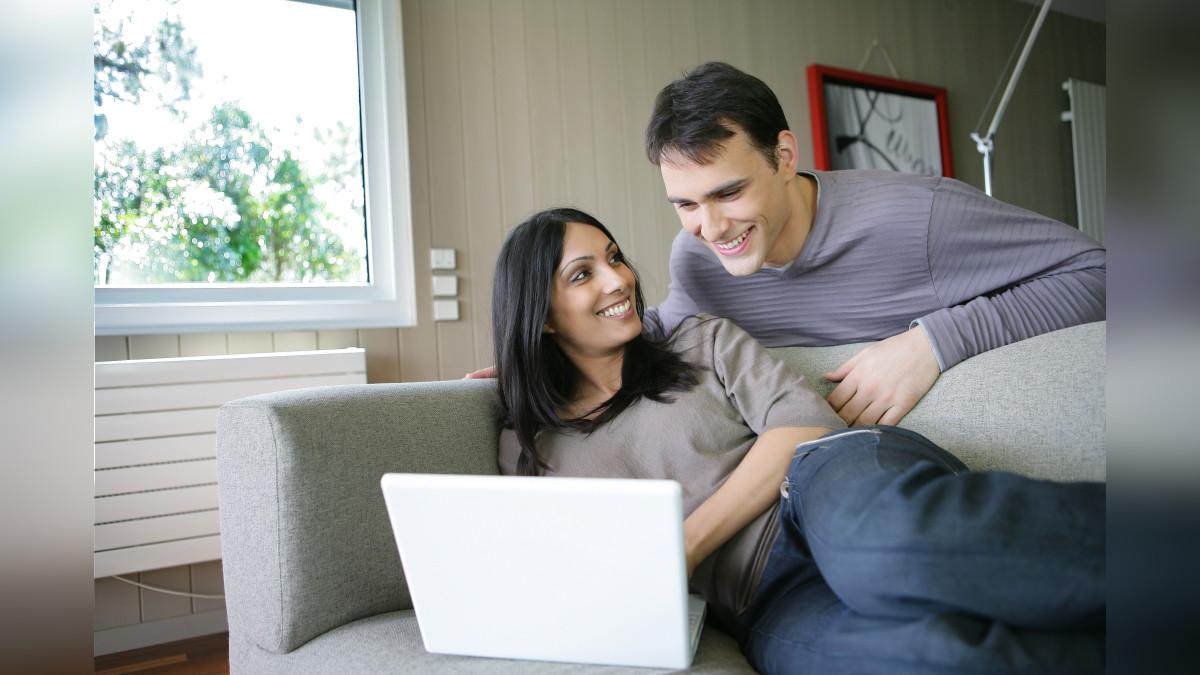 """Cada pareja debe saber manejar sus emociones respecto a la vida y al trabajo, y trazar de manera consensuada esa """"muy delgada línea"""" entre el ámbito sentimental y el profesional."""