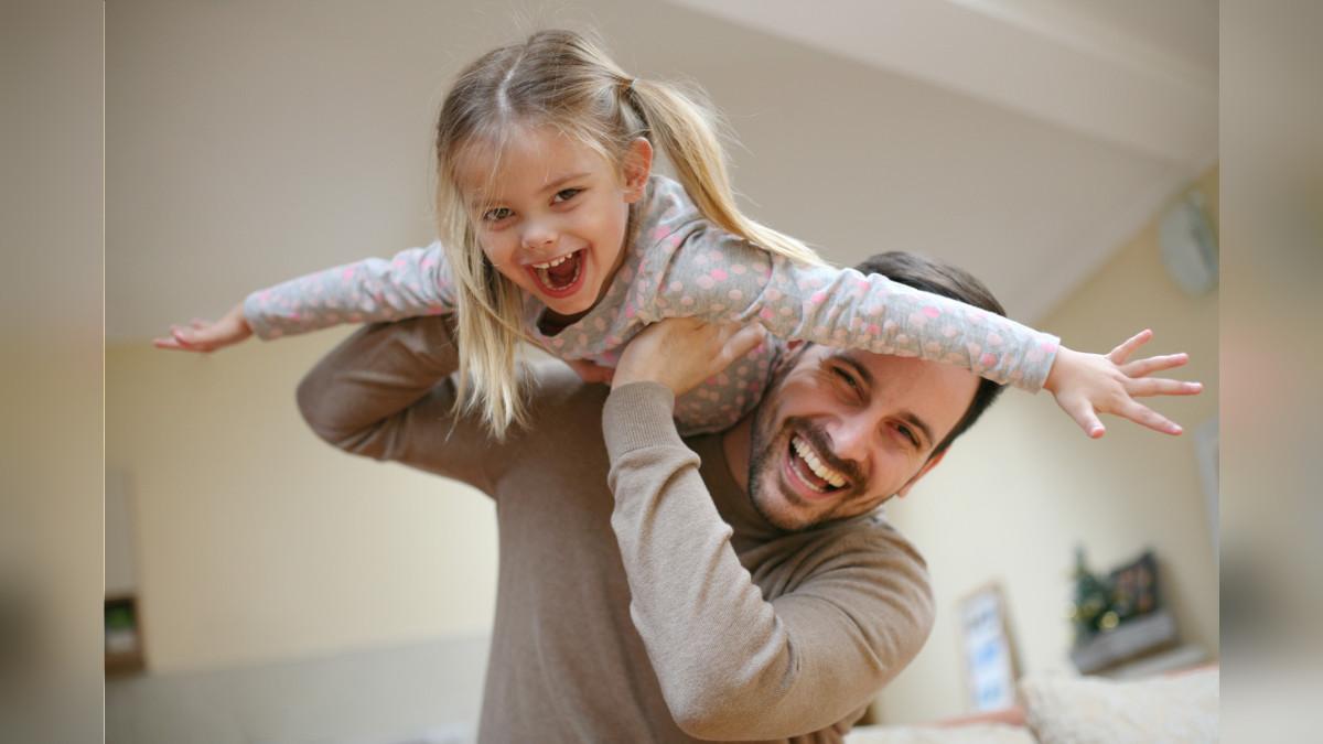 Crea una cultura de buen humor y risas libres en el hogar.