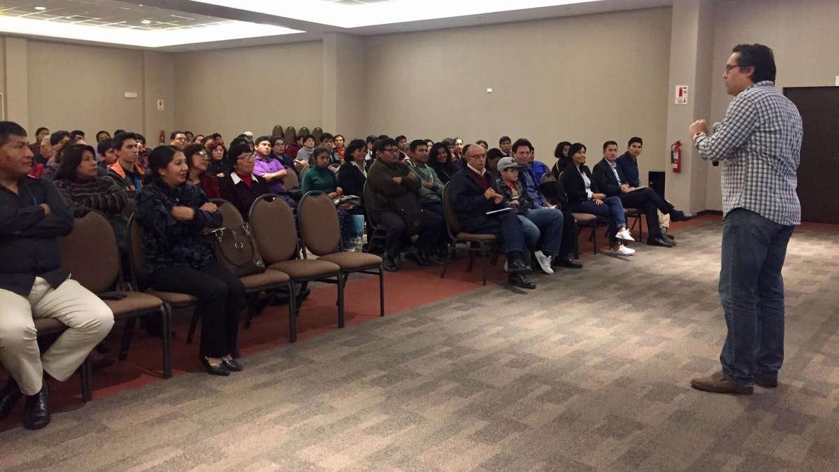 Jesús Veliz dictando el último taller de Tecnología y Educación en Tacna.