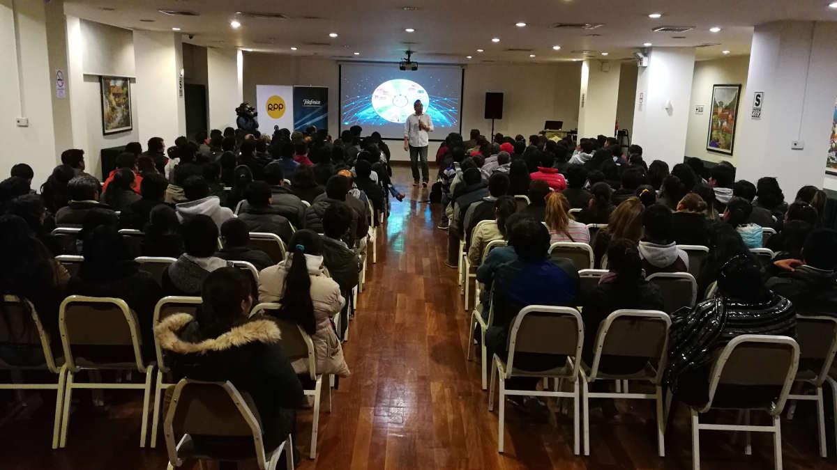 Jesús Veliz dictando el último taller de Tecnología y Educación en Cusco. | Fuente: RPP Noticias | Fotógrafo: RPP Noticias