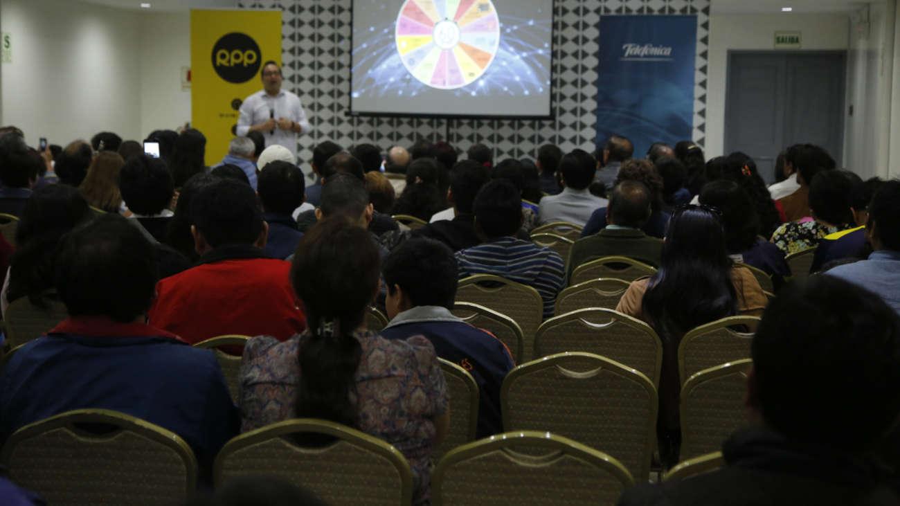 Jesús Veliz dictando el último taller de Tecnología y Educación en Trujillo. | Fuente: RPP Noticias | Fotógrafo: RPP Noticias