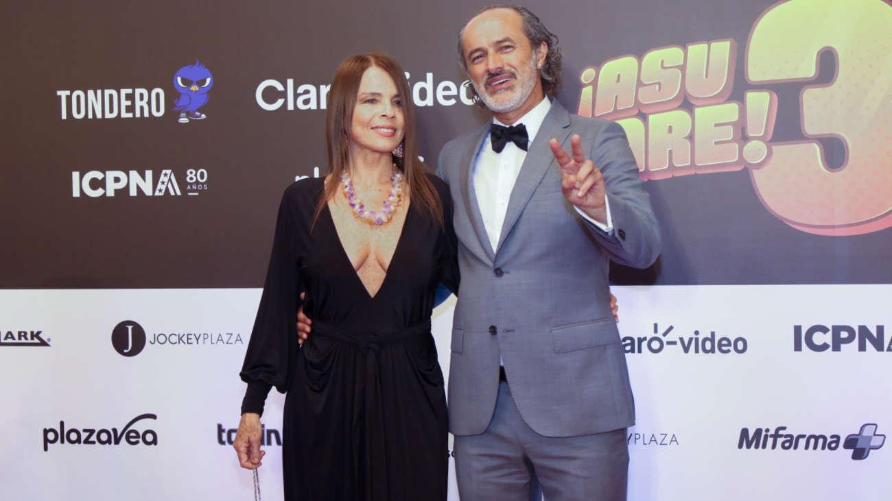 Carlos Alcántara y Jossie Lindley en la alfombra roja de